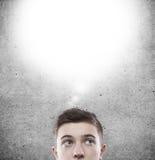Denkender Mann mit Raum Stockfotos