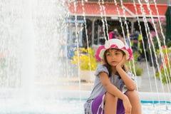 Denkendes kleines Mädchen Lizenzfreie Stockbilder