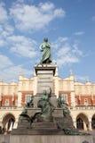 Denkmal Adam-Mickiewicz in Krakau Stockbilder