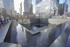 9-11 Denkmal-Brunnen am Bodennullpunkt - Welthandels-Mitte MANHATTAN - NEW YORK - 1. April 2017 Lizenzfreie Stockfotografie