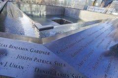 9-11 Denkmal-Brunnen am Bodennullpunkt - Welthandels-Mitte MANHATTAN - NEW YORK - 1. April 2017 Stockfoto