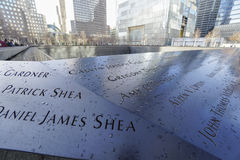 9-11 Denkmal-Brunnen am Bodennullpunkt - Welthandels-Mitte MANHATTAN - NEW YORK - 1. April 2017 Lizenzfreie Stockbilder