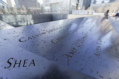 9-11 Denkmal-Brunnen am Bodennullpunkt - Welthandels-Mitte MANHATTAN - NEW YORK - 1. April 2017 Lizenzfreies Stockfoto