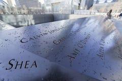 9-11 Denkmal-Brunnen am Bodennullpunkt - Welthandels-Mitte MANHATTAN - NEW YORK - 1. April 2017 Lizenzfreie Stockfotos