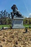 Denkmal des ersten und 6. Infanterie-Regiments im Park vor nationalem Palast der Kultur in Sofia lizenzfreie stockbilder