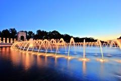 Denkmal des Zweiten Weltkrieges im Washington DC an der Dämmerung Stockfoto