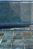 Denkmal des Zweiten Weltkrieges spielt Reflexions-Wasser-Nahaufnahme-Beschaffenheit Franc die Hauptrolle Stockfotografie
