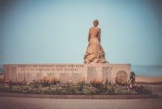 Denkmal für die gefallenen Helden verlor in Meer stockbild