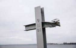 9/11 Denkmal im windigen Punkt neues YorkCross am 9/11 Denkmal Lizenzfreies Stockbild