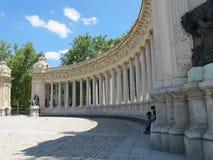 Denkmal mit Spalten lizenzfreies stockfoto