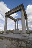 Denkmal mit vier Pfosten. Lizenzfreie Stockfotos