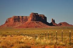 Denkmal-Tal-Navajo-Inder-Stammes- Park-Anflug Stockfoto