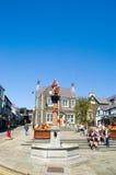 Denkmal und Rathausplatz Stockfotografie