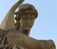 Denkmal zu einem Engel auf einem Kirchhof Stockbild