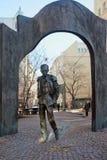 Denkmal zum russischen Dichter und zum Sänger Bulat Okudzhava moskau Lizenzfreies Stockbild