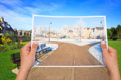 Denkwürdiger Bildsommerpark gegen Winter Stockfotos
