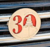 Denkwürdiges Emblem von Israel Classic Vehicle-Verein - 30 Jahre zum Verein - Club 5 befestigt zum Auto Stockfotografie