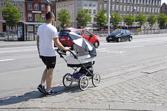 DENMARK_FATHER MINDS CHILDREN Royalty Free Stock Photos
