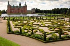 denmark frederick arbeta i trädgården slott Arkivfoto