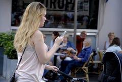 DENMARK_PHOTO FEATURES_LIFE CON GLI SMARTPHONES Immagini Stock