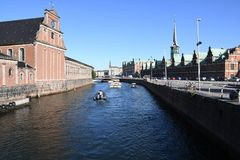 DENMARK`S WEATHER_SUN SHINE BOAT CRUSING TOURISTS. Copenhagen/Denmark 25.May 2018_ Foreign and local tourists enjoy boat canal crusing in Copenhagen  canal in Stock Image