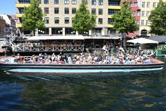 DENMARK`S WEATHER_SUN SHINE BOAT CRUSING TOURISTS. Copenhagen/Denmark 25.May 2018_ Foreign and local tourists enjoy boat canal crusing in Christianshavn canal in Stock Images