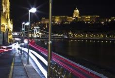 Denna är den Budapest natten i flodsidan arkivfoto