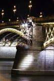 Denna är den Margarit bron från den Budapest natten i flodsidan royaltyfri foto