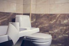 Denna är en closeup av ett toalettpapper Royaltyfria Foton