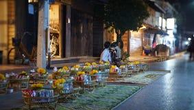 Denna bild p? den Chiang-Khan Night Market gatan g?r royaltyfria bilder