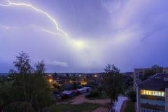 Denna blixt över staden Arkivfoto