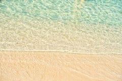 Denna czochra na piasek plaży w Wielkim pocięgla Cay, Bahamas Zdjęcie Stock