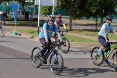 Denna händelse är cykeln för mamma Fotografering för Bildbyråer