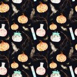 Denna halloween sömlösa modell på en inklusive magisk kittel för svart bakgrund, dryck buteljerar, slår till, ravens, filialer oc vektor illustrationer