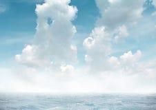 Denna mgła przeciw niebu Zdjęcie Royalty Free