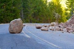Jordskredet blockerade vägen Royaltyfri Bild