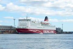 Denna promu Mariella firmy Viking linia w porcie Helsinki, chmurny Września dzień Turystyczny punkt zwrotny Fotografia Royalty Free