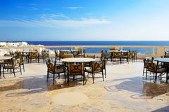 Dennego widoku plenerowy taras restauracja przy luksusowym hotelem Obraz Royalty Free