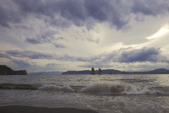 Dennego wybrzeża chmurny dzień Fotografia Royalty Free
