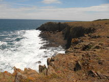 Dennego wybrzeża czerni morze i skały powulkaniczny początek Zdjęcia Royalty Free
