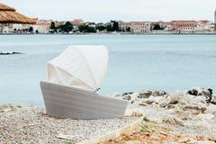 Dennego wybrzeża morza widok Kamienisty wybrzeże Adriatycki morze obraz royalty free