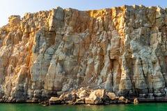 Denni i skaliści brzeg w fjords zatoka Oman fotografia royalty free
