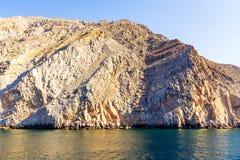 Denni i skaliści brzeg w fjords zatoka Oman zdjęcia royalty free