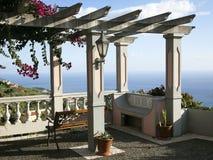 denny †‹â€ ‹widok spod pięknej pergoli w górach madera zdjęcie royalty free