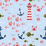Denny bezszwowy wektoru wzór z Pasiastymi rybami, kotwicy, skorupy, kraby, latarnia morska, denne rośliny na błękitnym tle royalty ilustracja