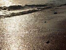 Denny brzeg, mała falowa kipiel i morze, pienimy się Obrazy Royalty Free
