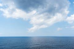 Denny horyzont i chmurny niebo Zdjęcia Stock