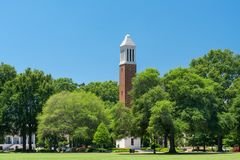 Denny kurantów wierza przy uniwersytetem Alabama obraz royalty free