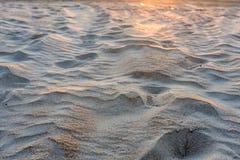 Denny piasek przy zmierzchem jest stosowny dla tła obrazy stock