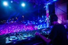 Denny tana festiwal - DJ tłum i set Zdjęcia Royalty Free